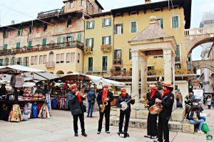 Musicisti Piazza Erbe Verona - Cocco on the road