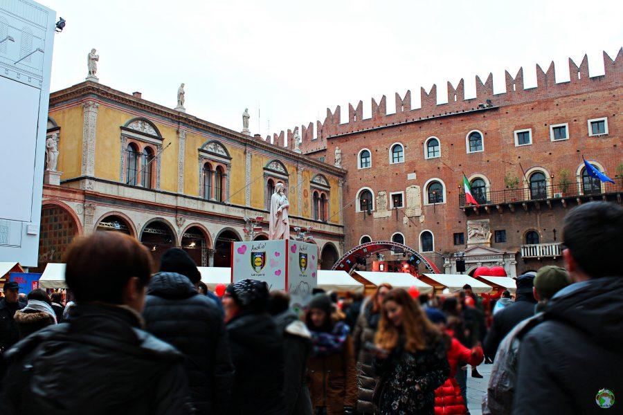Piazza dei Signori Verona in love - Cocco on the road