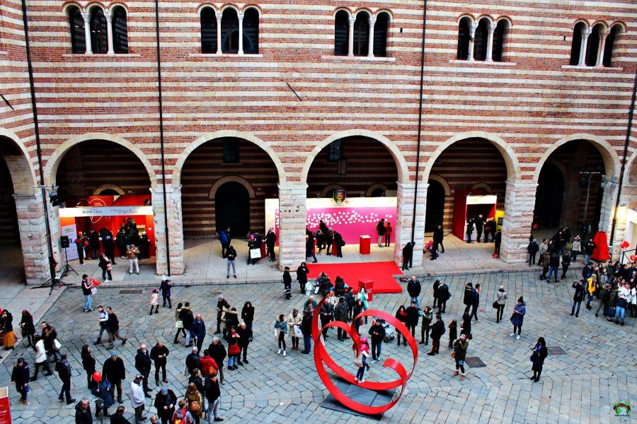 Scultura a cuore Verona in love - Cocco on the road