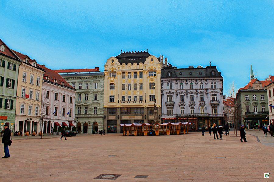 Piazza Hlavne Namestie Bratislava - Cocco on the road