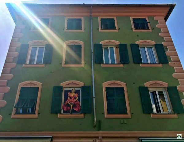 trompe-l'œil finestre dipinte palazzo storico Varazze