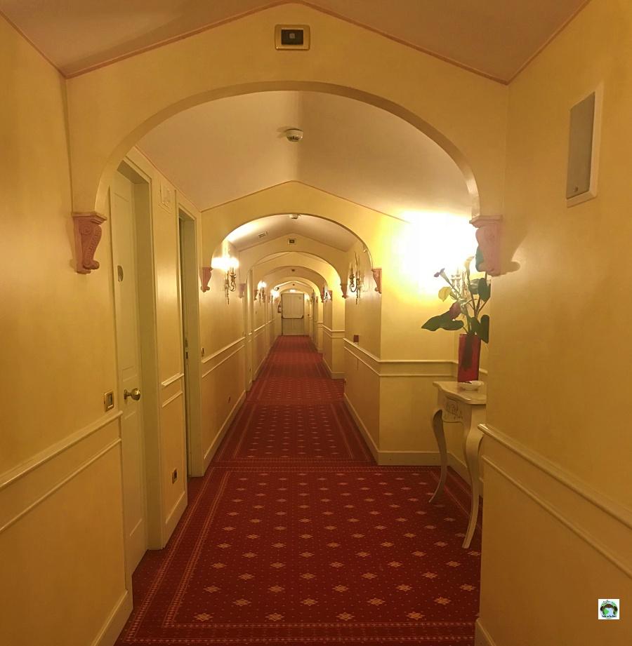 Corridoio camere Vip's Motel