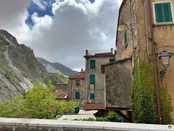 panorama borgo montagne colonnata