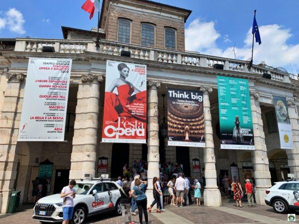 facciata Teatro Grande cartelloni Festa dell'Opera
