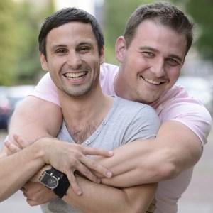 foto van gelukkig homoseksueel stel
