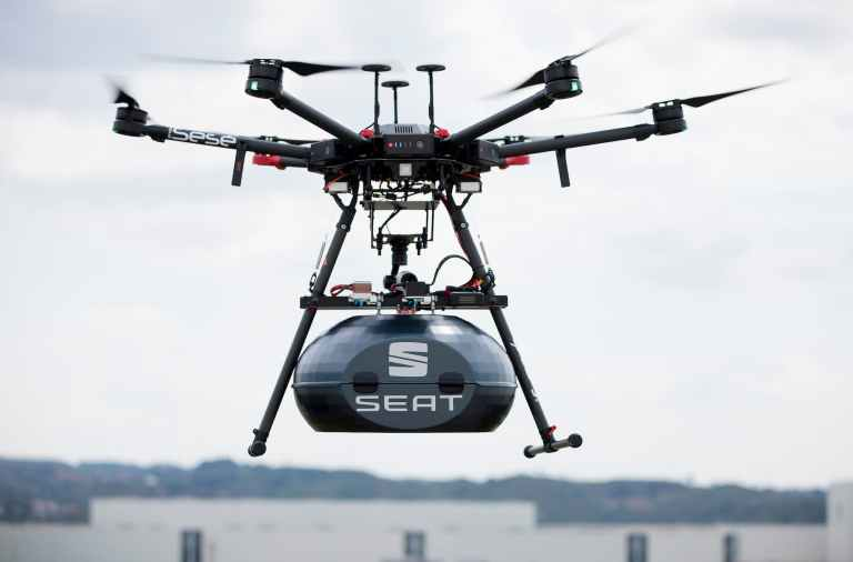 El dron de Seat volando