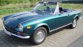 Fiat_124_Spider_turquoise