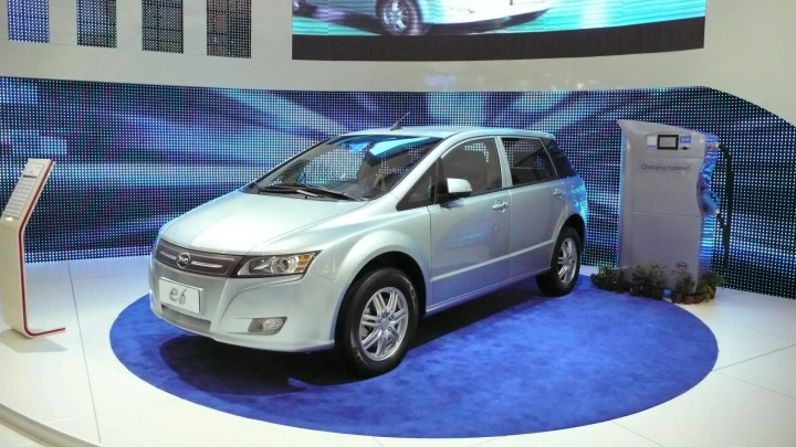 El modelo E6 de BYD es un vehículo eléctrico puro