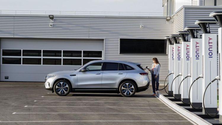 Mercedes-Benz EQC recargando en Ionity