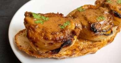 Cebollas con mantequilla y miso en tostada