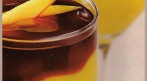 Crema de durazno con salsa de uva