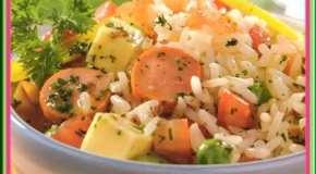 Ensalada de arroz y salchicha
