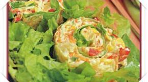 Envuelto fresco de vegetales y surimi