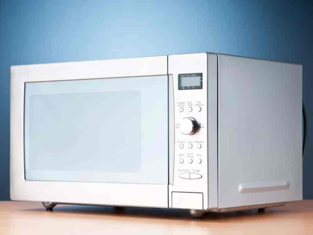 El microondas es un electrodoméstico que ha revolucionado el mundo de la gastronomía desde su aparición a mediados del siglo XX. Sin embargo, a pesar de sur muy útil en la cocina, al microondas no se le suele sacar todo el partido que tiene.