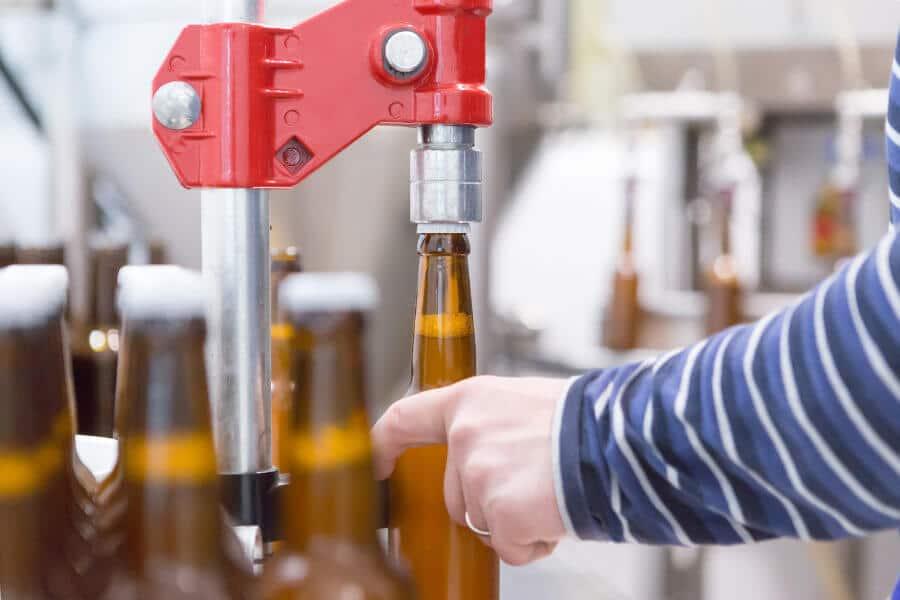 Proceso de embotellado de cervezas artesanales
