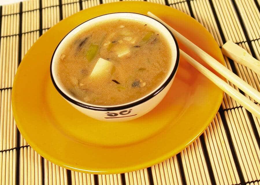Sopa de miso tradicional [Receta japonesa fácil]