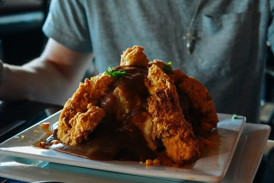 comer al menos una porcion de pollo frito a diario conllevaba un aumento del riesgo de muerte por todas las causas