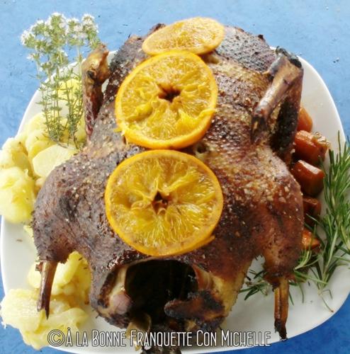 Pato asado entero, criado por Chari, lo pasamos bien esa mañana cocinando...