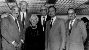 Foto de Familia de los padres fundadores de Relais Et Châteaux de izd. a dch. : Pierre Troigros, Philippe Blot, Mme y Mr Tolloit, Jo Olivereaux, Bruno Ingold