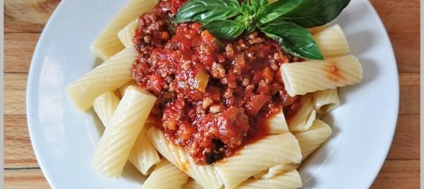 pasta con salsa boloñesa. Bolognese sauce