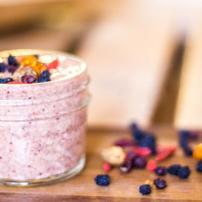 Pudding de chia con mermelada de fresa