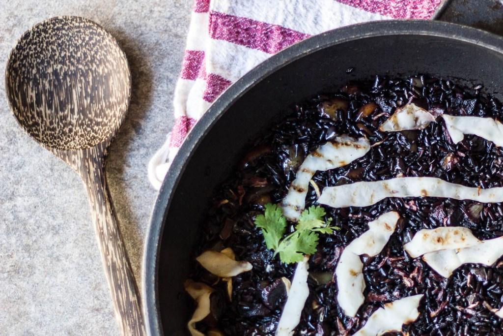 arroz negro con calamares veganos