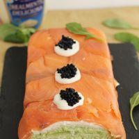 Pastel de salmón ahumado, aguacate y pan de molde. Receta paso a paso
