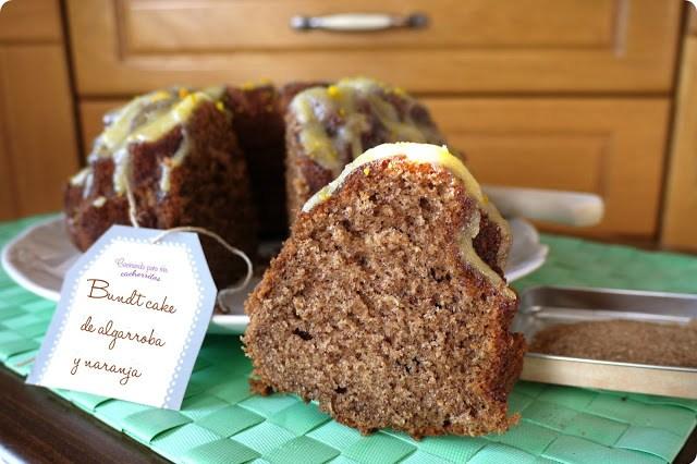Bundt cake de algarroba y naranja
