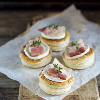 Hojaldres de champiñones, queso de cabra y bacon