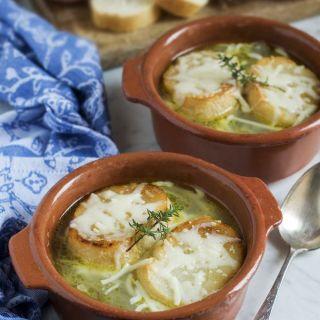 Sopa de cebolla gratinada, a combatir el frío!