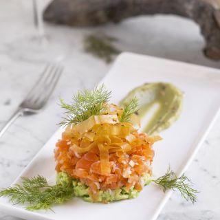 Tartar de salmón y aguacate con vinagreta de cítricos
