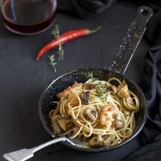 Espaguetis con gambas, setas y alcachofas en Thermomix