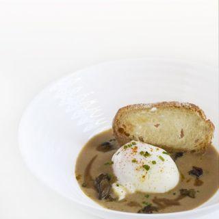 Huevo a baja temperatura con crema de foie, boletus y curry