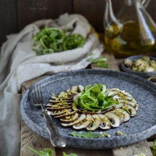 Carpaccio de champiñones portobello marinados con pasta miso
