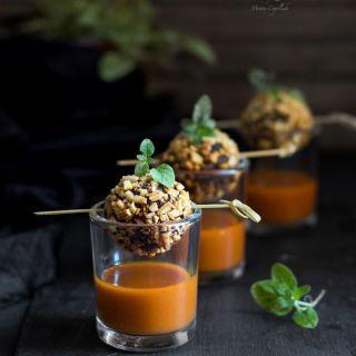 Bombones de morcilla y almendra con salsa vizcaína