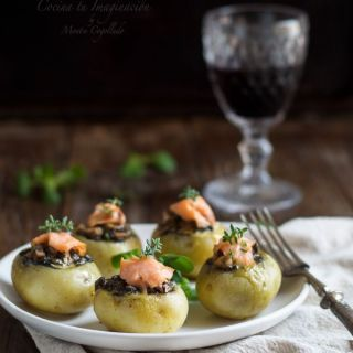 Patatas rellenas de champiñones portobello y salmón ahumado