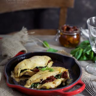 Pechugas de pollo rellenas de espinacas, queso brie y tomate seco