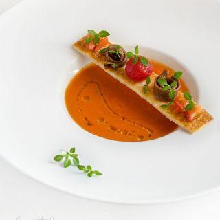 Gazpacho de pimientos del piquillo con tomatitos macerados