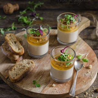 Mousse de foie con gelatina de vino de hielo y cebolla crujiente