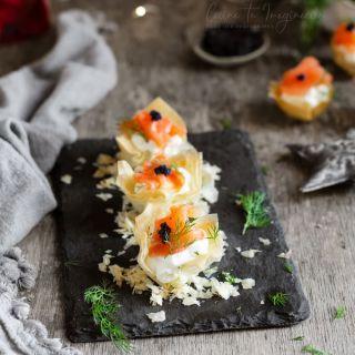 Cestitas de queso de cabra crujientes con salmón ahumado