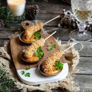 Langostinos crujientes con salsa romesco de cacahuetes