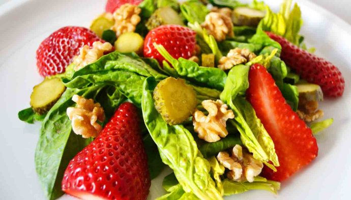 receta de ensalada de fresas y nueces - recetas de ensaladas con frutas - recetas realfooding o real food