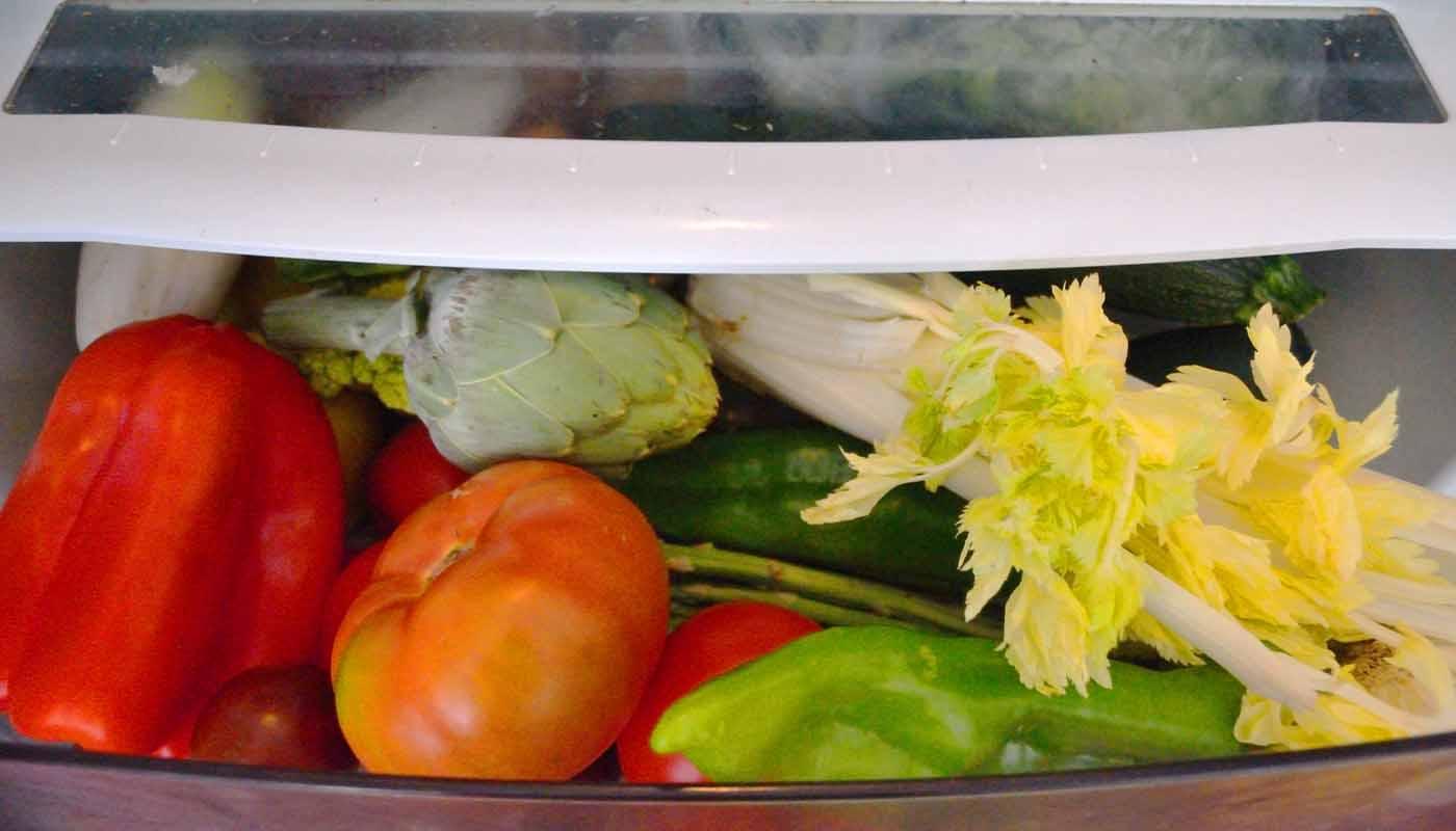 ¿Qué hortalizas guardamos en la nevera y cuáles van fuera del frigorífico?
