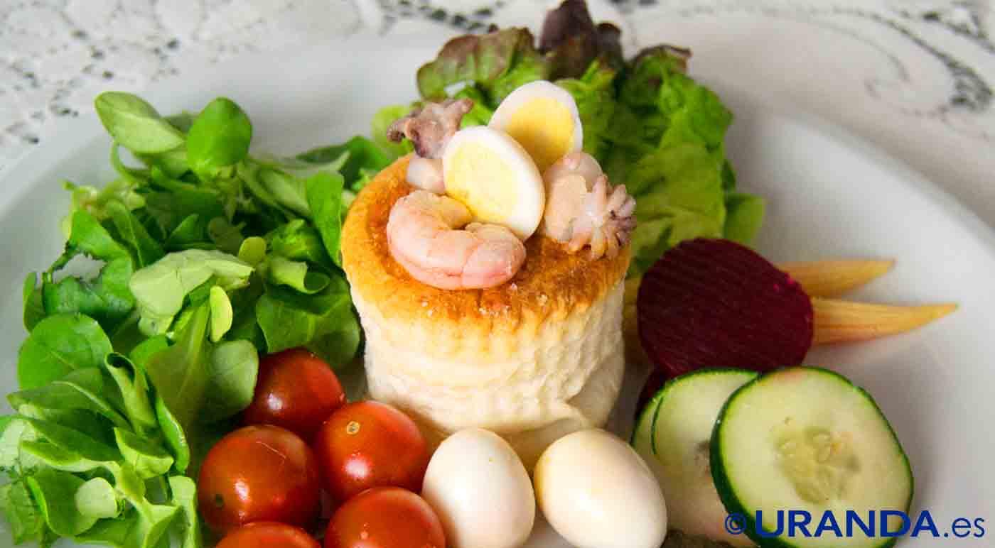 Receta de volovanes de mariscos al ajillo con ensalada - receta de gambas al ajillo - hojaldres rellenos - recetas realfooding o real food