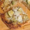 Pizza pesto oignons courgettes mozzarella ©cocineraloca.fr