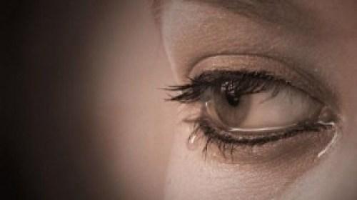 de ce lacrimi