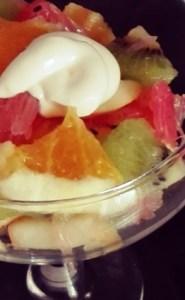 Салат коктейль с фруктами