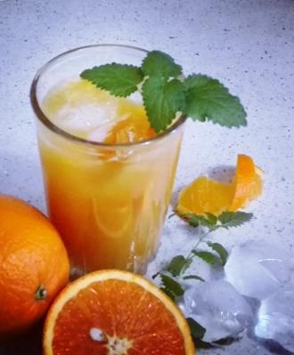 """Коктейль """"Бабуин"""" с вишневым нектаром и апельсиновым соком"""