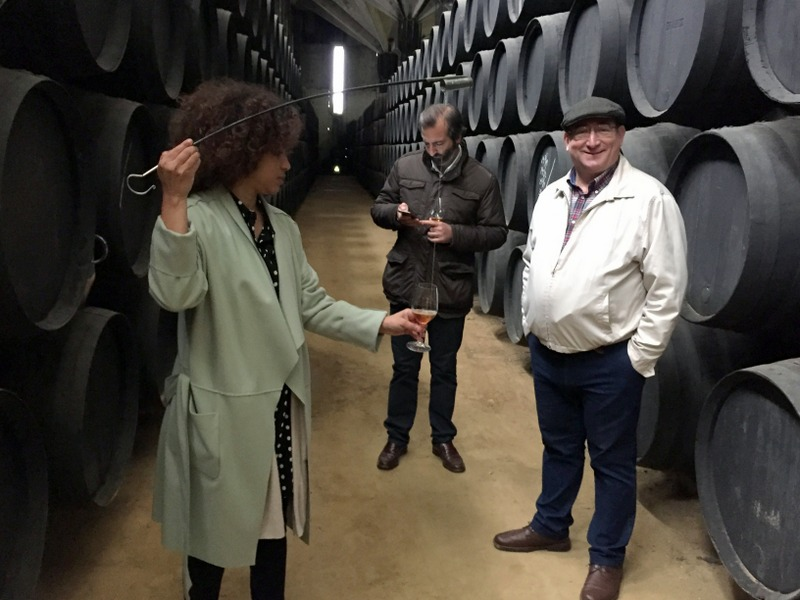 Paola Medina Sheldon pouring samples of Dos Maderas for Gonzalo and Eloy, Williams & Humbert, Jerez de la Frontera