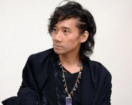 インタビューを受けている声優の三木眞一郎